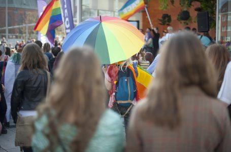 Demonstracja na rynku w Krakowie: Marsz Równości