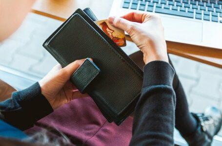 Znalazła portfel i postanowiła wykorzystać zawartość